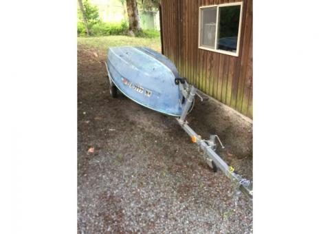 fiberglass boat (12 foot) and trailer (2005 like new)